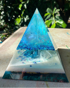 Blue crystal cluster resin pyramid