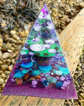 Mulberry resin pyramid
