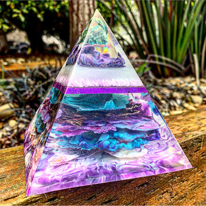 Custom listing for resin pyramid