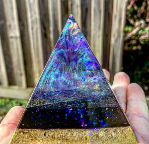 Colour changing resin pyramid