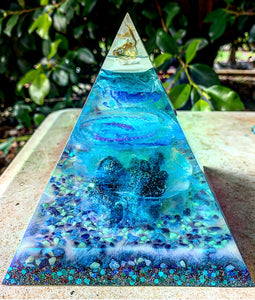 Ocean vibes resin pyramid