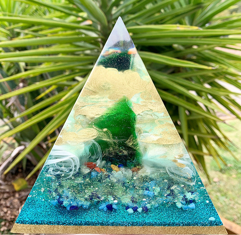 Green obsidian resin pyramid