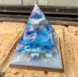 Mini whirlpool resin pyramid