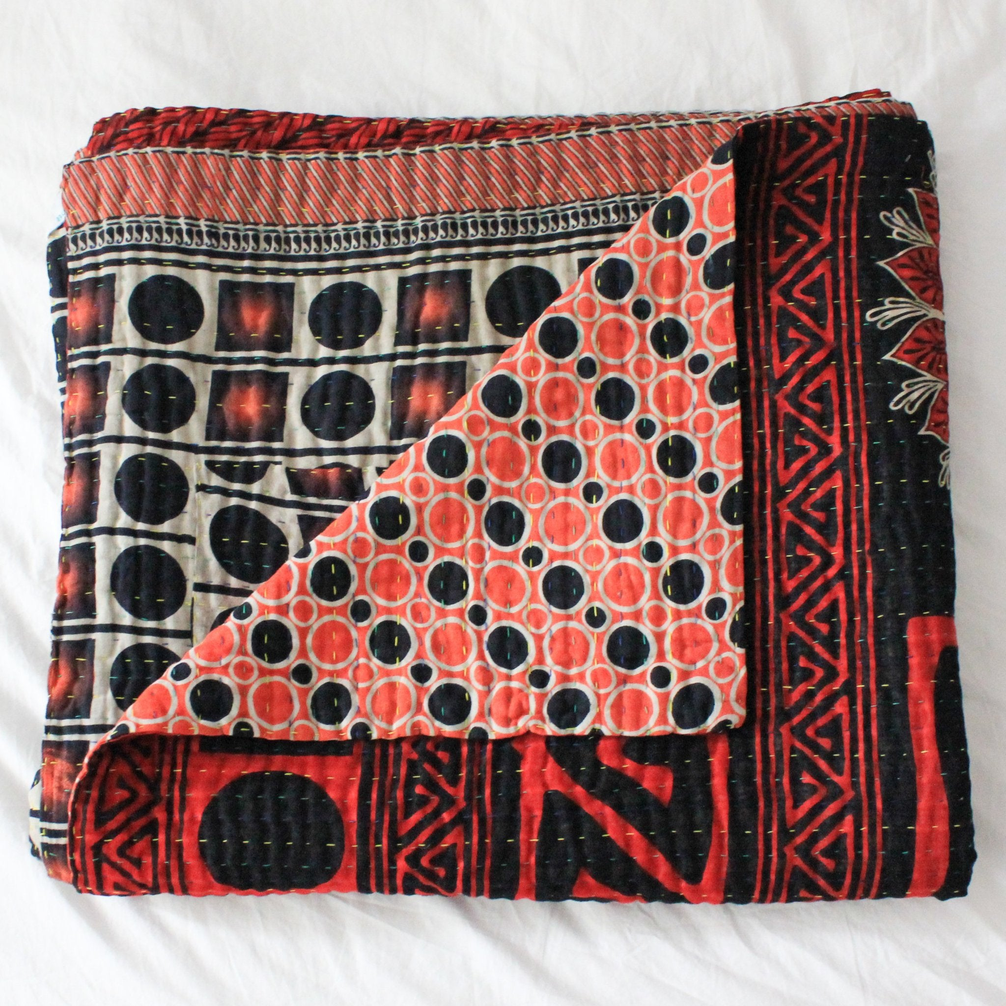 Vintage Kantha Quilt with geometrical pattern - Anokha Collection