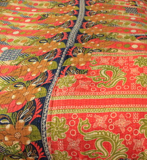 Vintage Kantha Quilt in red and black - Anokha Collection
