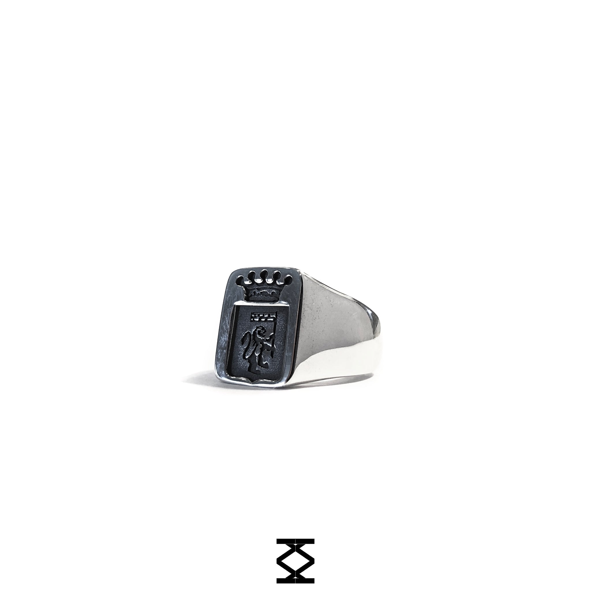 Family Crest - personalized chevalier ring in silver 925