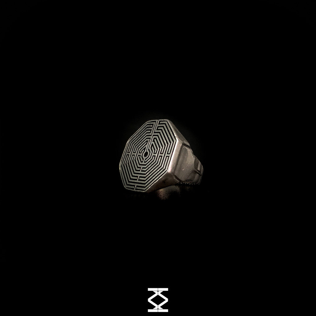 Mnemosine - Silver labyrinth ring 925