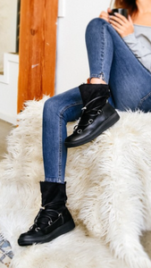 Trendy snow boot with foldable faux fur