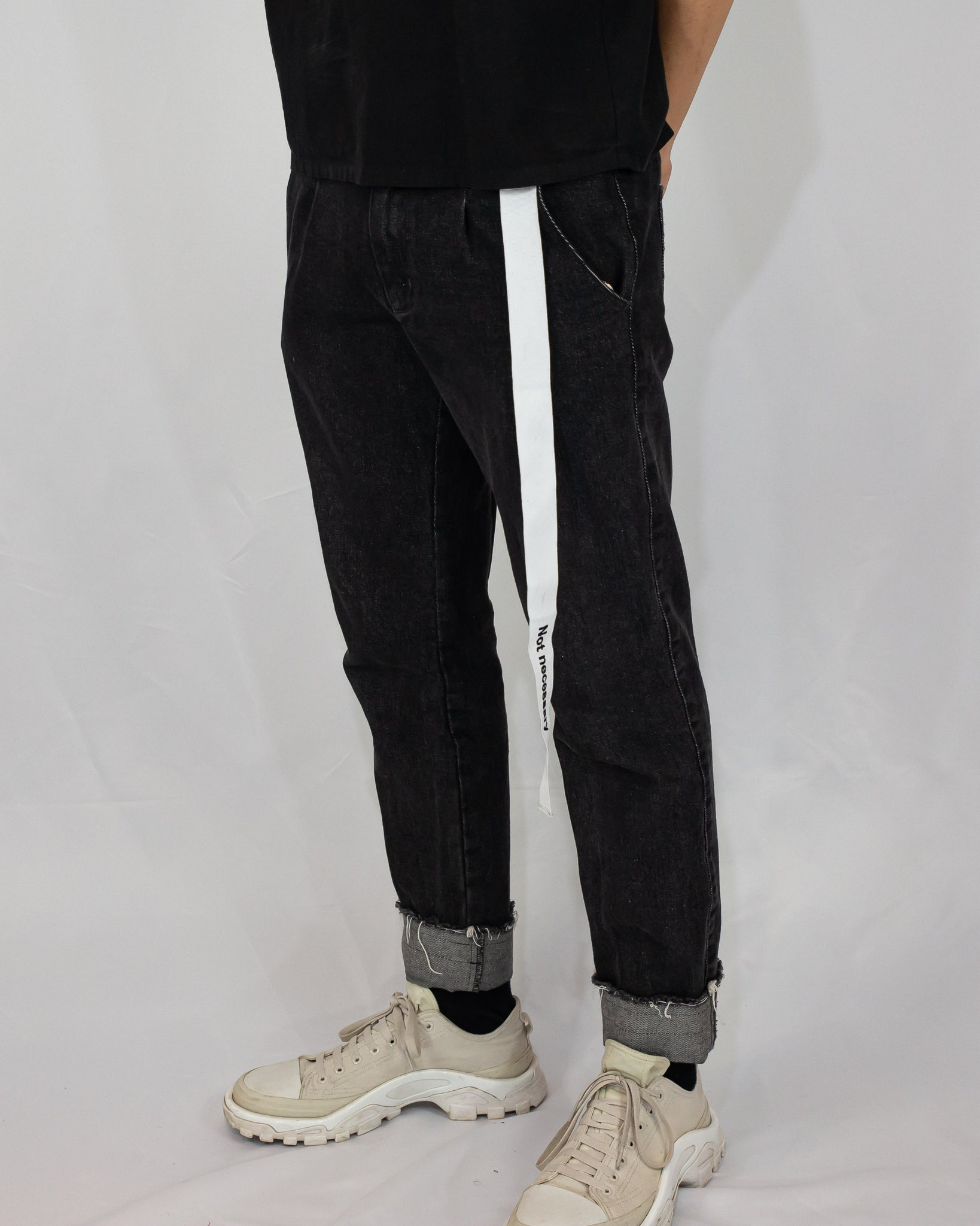 Unnecessary Raw hem pleated jeans
