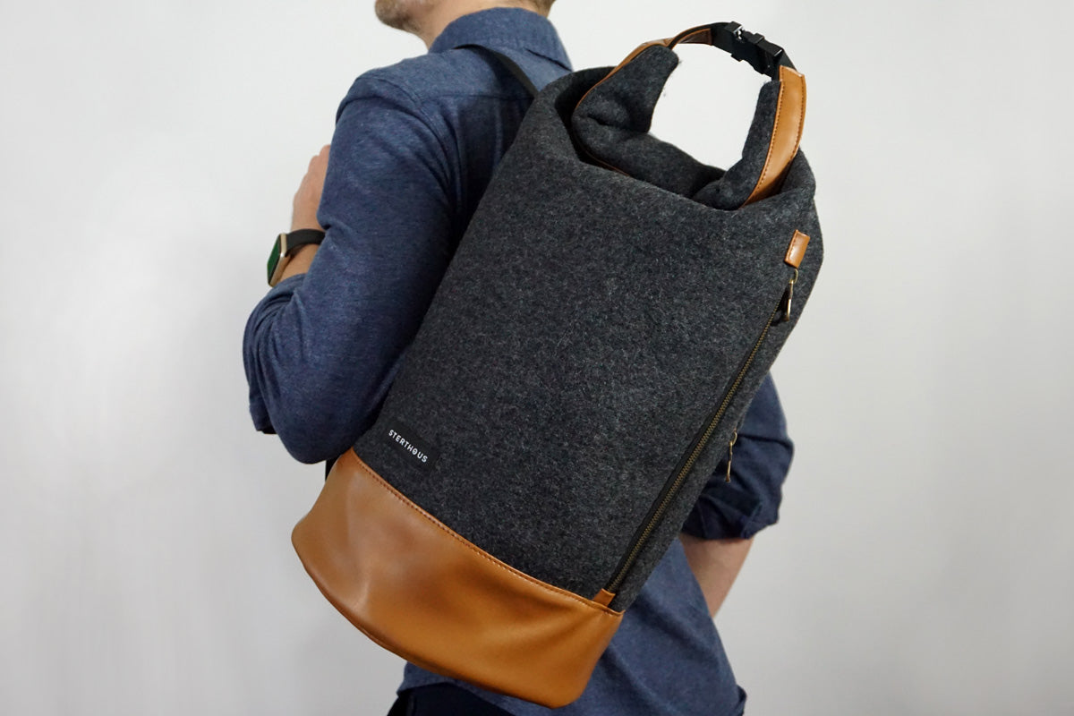 WOOL NAVY BAG