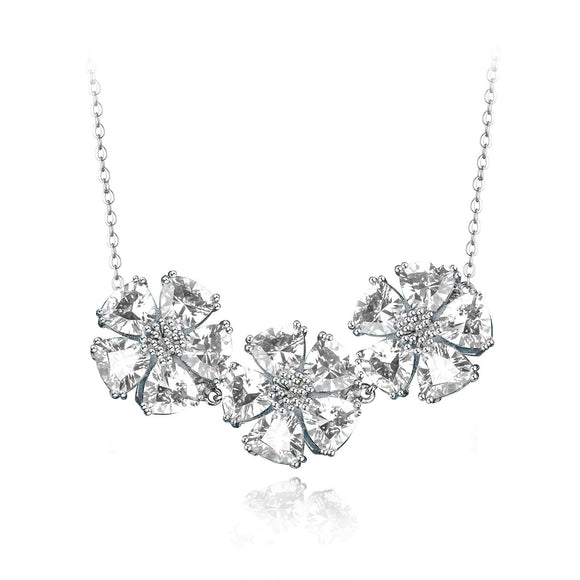 Triple blossom gentile necklace