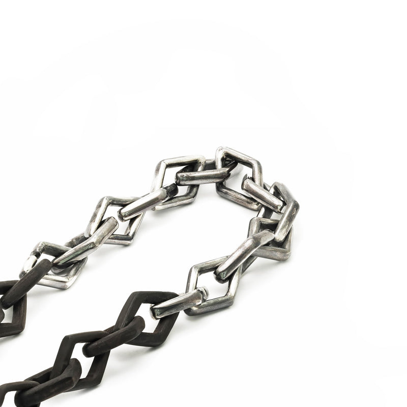 Chains and Link Jewelry: Effortless, Edgy, and Timeless Style