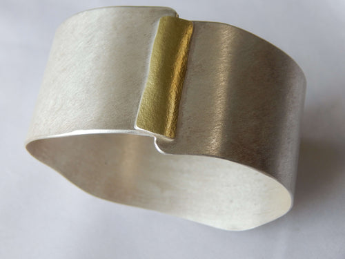 Connection Bracelet in understated brushed silver and 18k gold