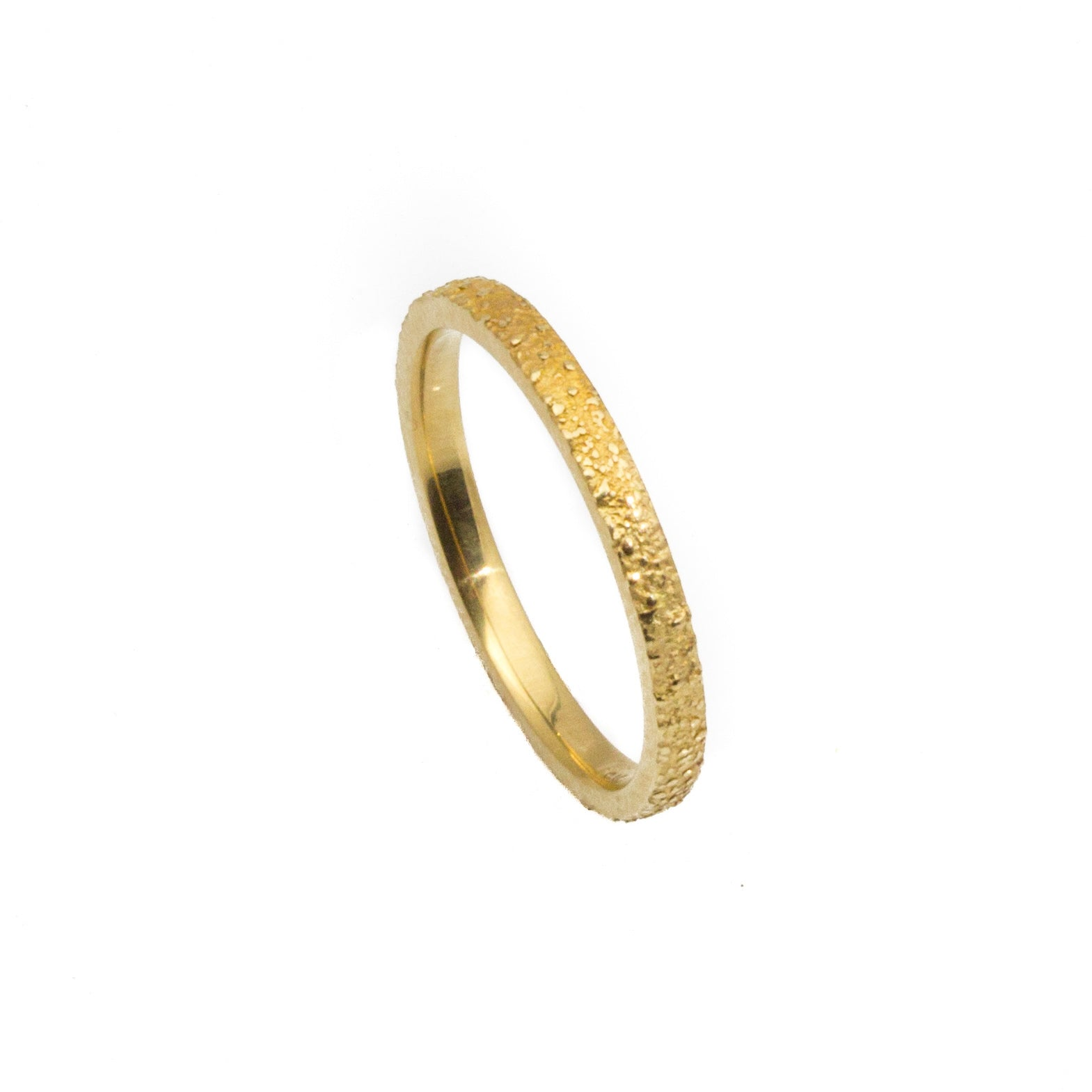 2mm Narrow Sand Band in 18K yellow gold