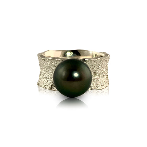 Tidal Band with Tahitian Pearl