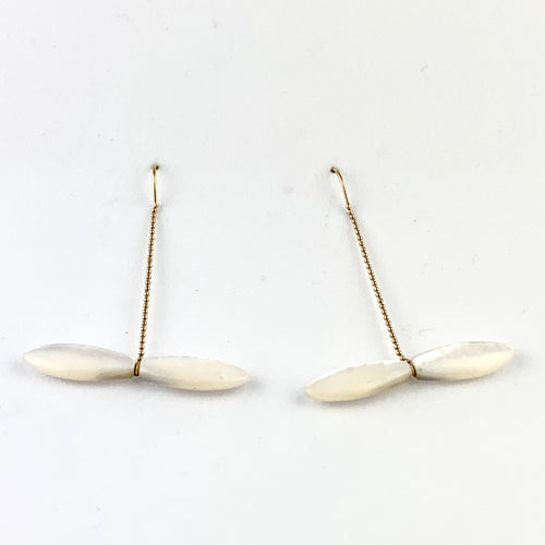 14k yellow gold threader Earrings with mother of pearl