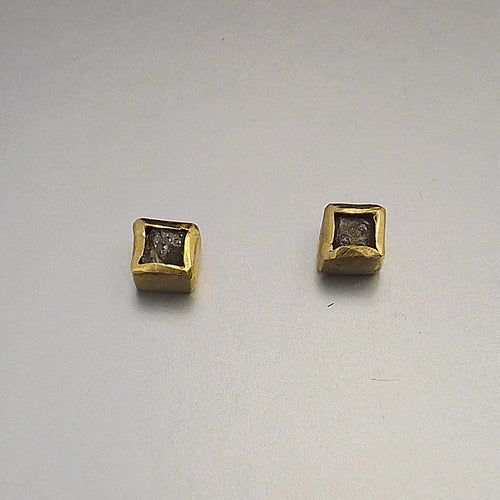 18k Gold Diamond Cube Earrings - Lireille