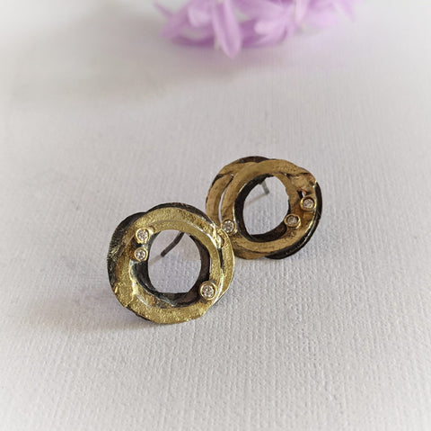 14k Gold Double V Post Earrings