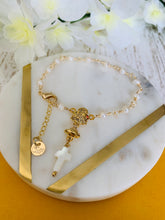 Load image into Gallery viewer, Pearl rosary bracelets favor