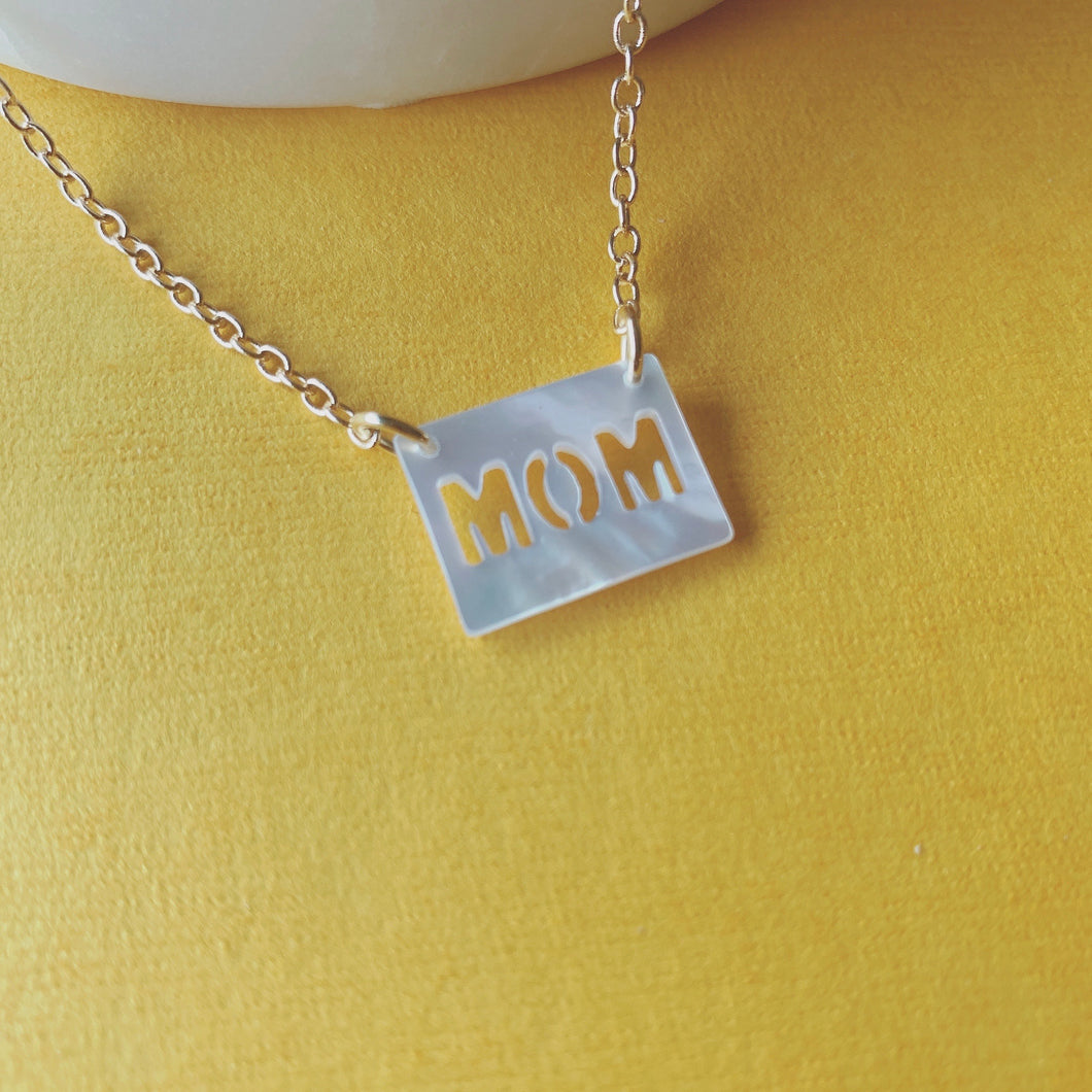 MOM pendant  shell necklace
