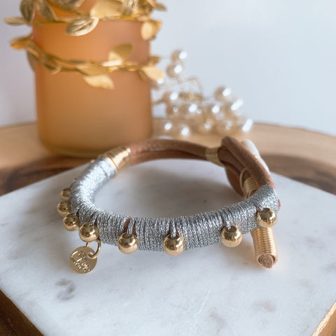 Leather metallic silver bracelet - Cheleaccesorios
