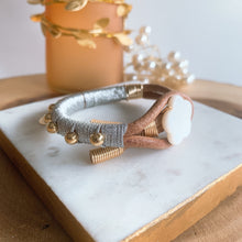 Load image into Gallery viewer, Leather metallic silver bracelet - Cheleaccesorios