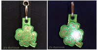 Flashing Shamrock Love Zipper Pull