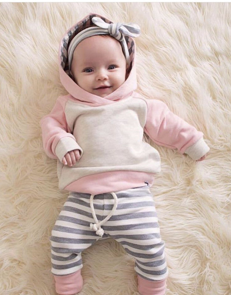 (3 Piece) Newborn Long Sleeve Outfit