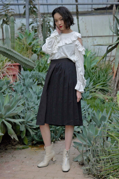 Modern pleated flare pant in black