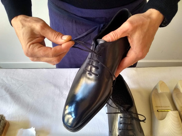 shoe polishing tips removing the laces