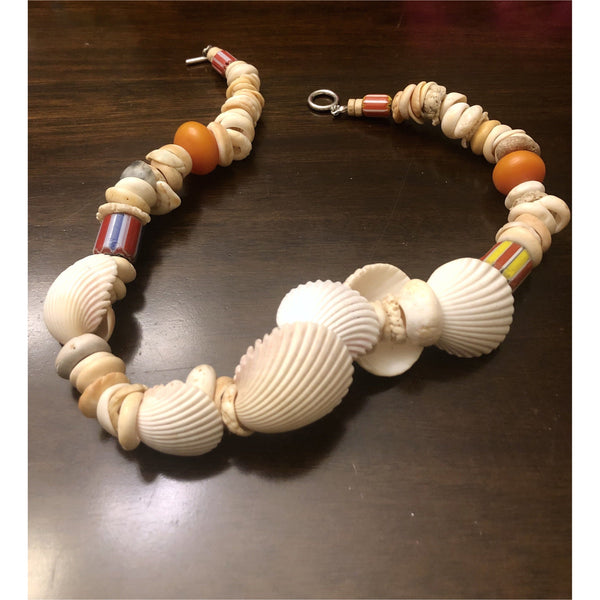Shell and beads necklace - Trufacebygrace