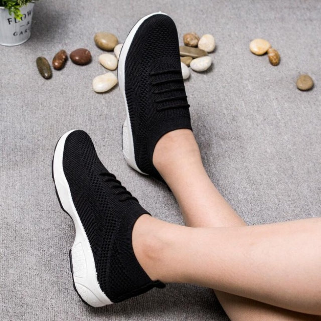2019 New Sneakers Women Sport Shoes Lace-Up Little red shoes Mesh Round Cross Straps Flat Sneakers Running Shoes Casual Shoes