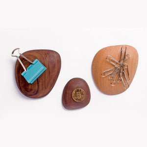 Creative Magnet Hook Key Coin Noce llave Magnetico Storage Magnet Absorption Walnut Wood Key Hallway Shelf  Decorate Wall Hooks