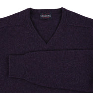 "Lambswool V neck ""Elderberry"""
