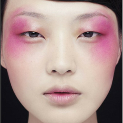 Festival Makeup Trend 4 Fresh but fun - pink highlights