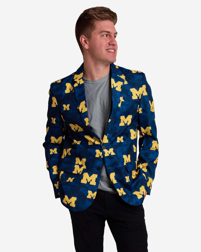 Michigan Wolverines Digital Camo Suit Jacket FOCO 42 - FOCO.com