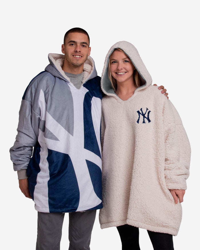 New York Yankees Reversible Colorblock Hoodeez FOCO - FOCO.com