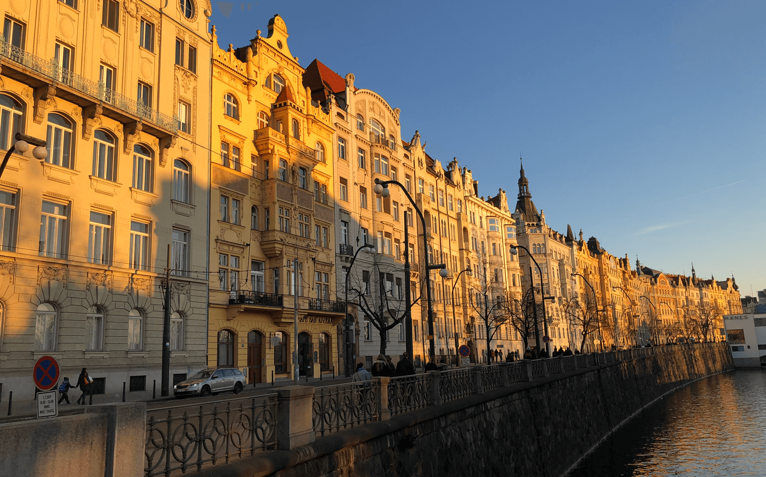 golden-hour-prague-river