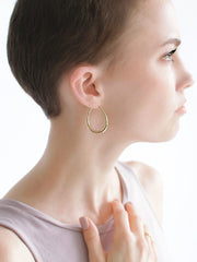 Gold Hoop Earrings - Cuidado