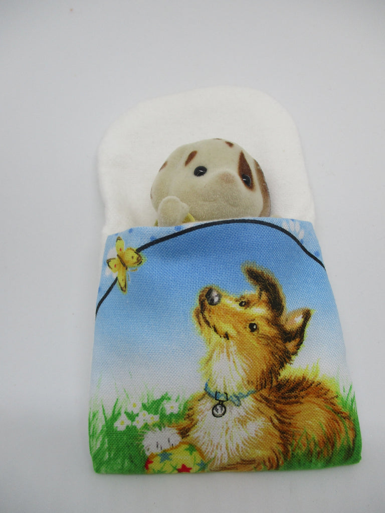 Sylvanian Families Sleeping bag,featuring a picture of an Australian Shepard on the front.Lined in side with a soft white fabric.Will fit Father Mother Sister Brother size Sylvanian figurines.