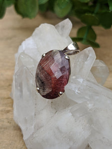 Lepidocrocite in quartz faceted oval pendant