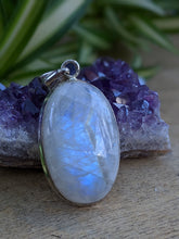 Moonstone oval pendant 13g - Nature's Magick
