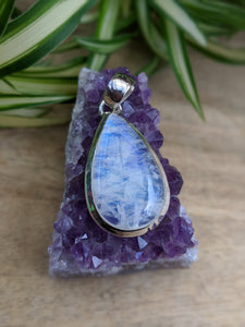 Moonstone small teardrop pendant 8g