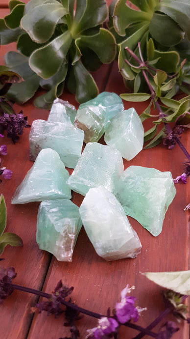 Green Calcite raw piece 5-10g