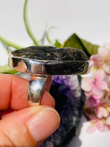 Raw Labradorite ring with plain band s.10 KRGJ139
