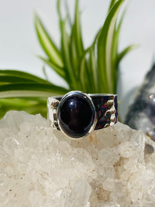 Star Garnet cabochon oval ring with hammered silver band s.7 KRGJ849