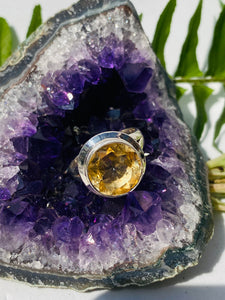 Citrine faceted circular ring with split band s.7.5
