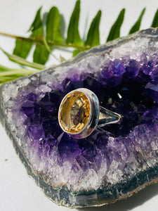 Citrine Oval faceted ring with split band s.7.5 KRGJ692