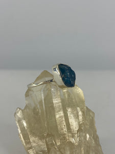 Blue Apatite raw ring with fine band s.5