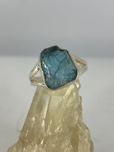 Blue Apatite raw 12mm stone ring with split band s.8